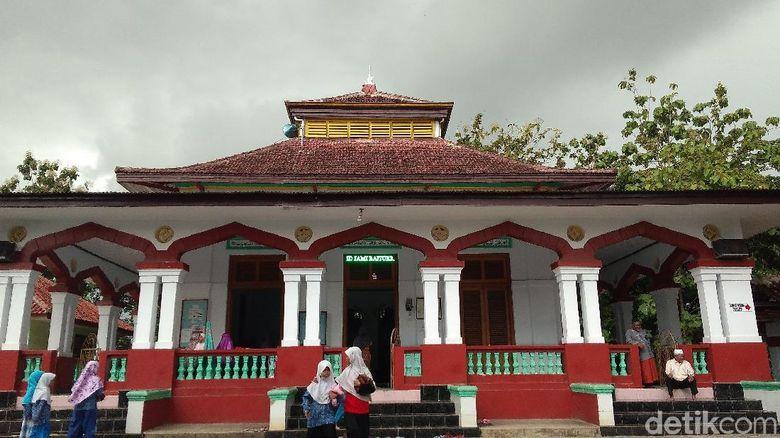 Masjid Tua di Cirebon Ini Simbol Kerukunan Sejak Zaman Penjajahan
