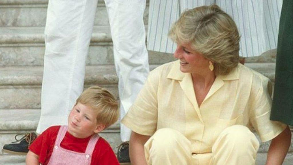 Putri Diana akan Hadiri Pernikahan Pangeran Harry dan Meghan Markle