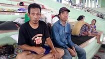Nekat Pulang, Dua Pengungsi Gunung Agung Disambut Hujan Abu