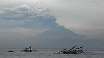 Gunung Agung Erupsi, Jokowi Minta Kemenhub Perhatikan Penerbangan