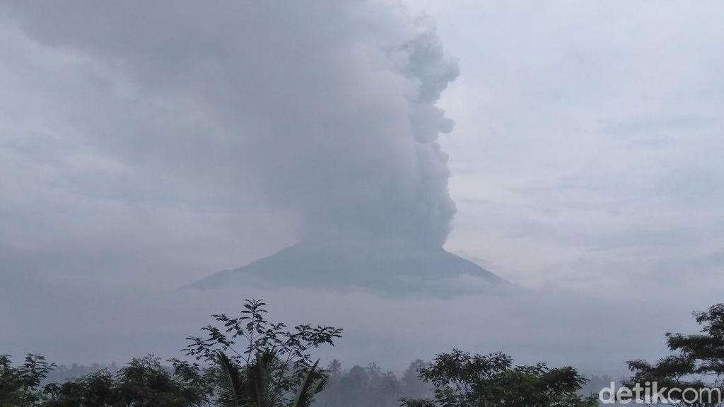 Luhut: Gunung Agung Erupsi, Pariwisata Bali Rugi Rp 9 Triliun