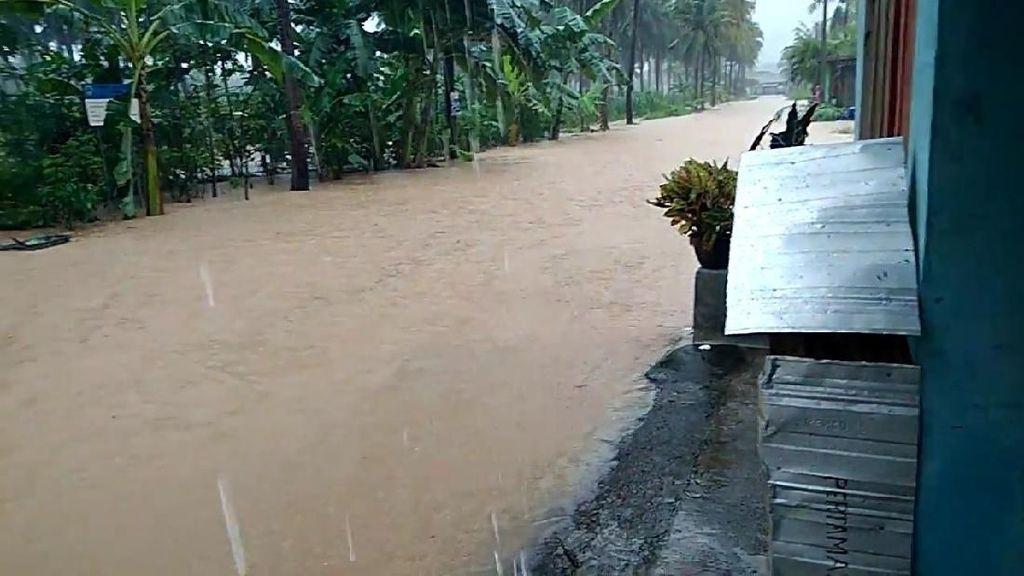 Cuaca Buruk, Pantai Teleng Ria di Pacitan Sempat Banjir