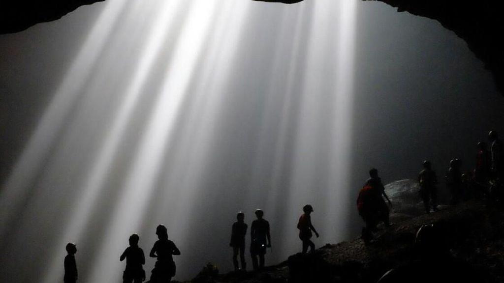 Mengenal Cahaya Surga yang Terendam Banjir