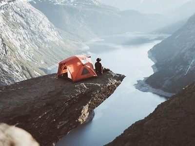 Foto: Greget! Traveler Ini Kemping di Tempat Ekstrem