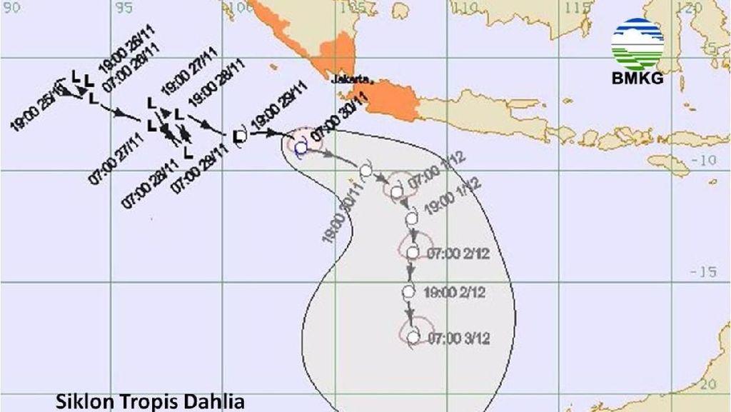 Siklon Dahlia, Warga di Pesisir Selatan Jabar Agar Waspada