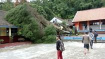 Begini Dampak Sapuan Badai Menerjang Lembang