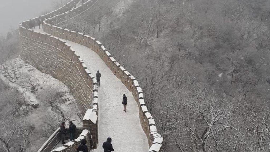 Saat Tembok Besar China Terselimuti Salju