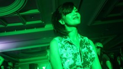 Farah Quinn, chef dan selebriti Indonesia ini ternyata doyan berolahraga. Lihat saja, saat zumba dance, ia tetap tampil cantik dan seksi.