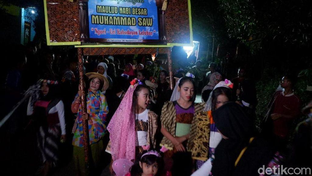 Peringati Maulid Nabi, Warga di Banjarnegara Gelar Pawai Dayakan
