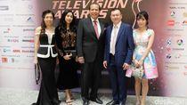 Ditemani Istri dan Anak, CT Hadiri 22nd Asian Television Awards