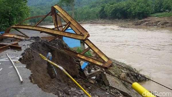 Sejumlah Jembatan Jebol Dihantam Banjir di Bantul