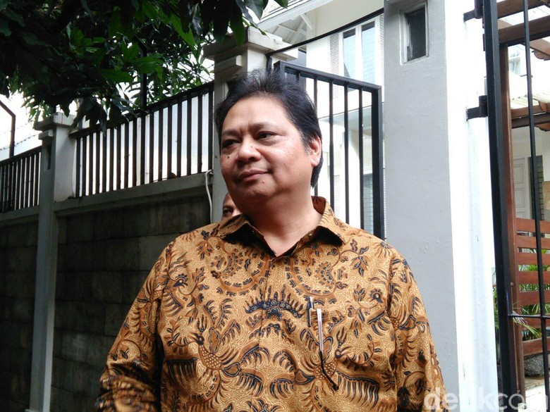 Airlangga Sudah Dekati DPD II - Jakarta Airlangga Hartarto sudah mengantongi dukungan dari DPD I Golkar untuk maju sebagai calon ketua umum dalam yang