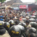 Ricuh Warnai Pembongkaran Ratusan Rumah dan Kios di Cibinong