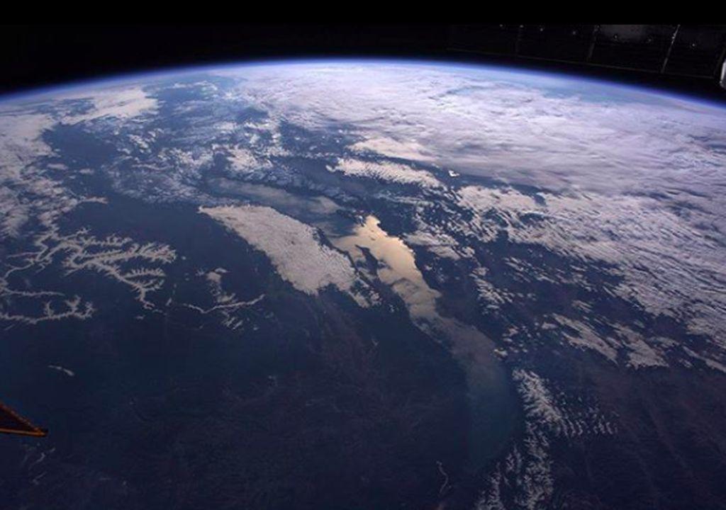 Tampak bentuk bumi bulat yang sungguh indah dijepret oleh kosmonot Anton Shkaplerov. Foto: Instagram
