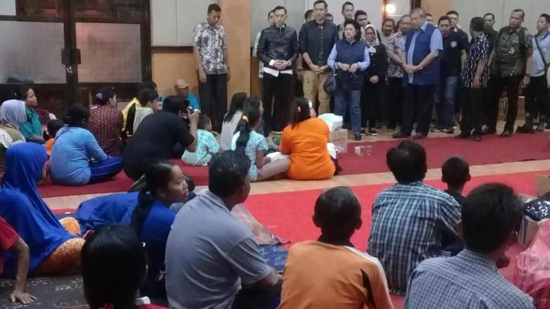 SBY Temui Pengungsi Korban Banjir di Pacitan