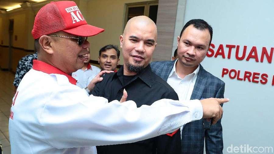 Resmi Tersangka, Ahmad Dhani Sambangi Polres Jaksel