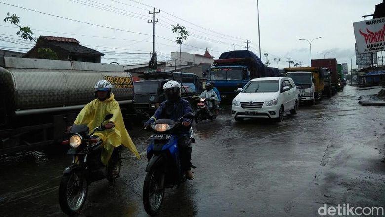 Ada Genangan di Pantura, Arus Lalin Demak-Semarang Padat