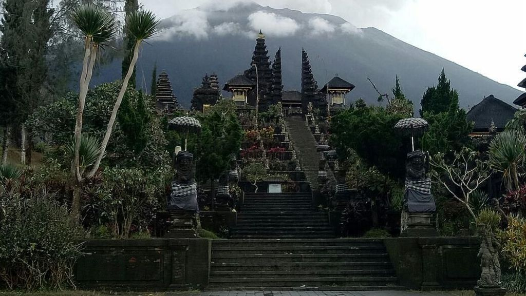 Pura Besakih di Bali Segera Dibuka Kembali