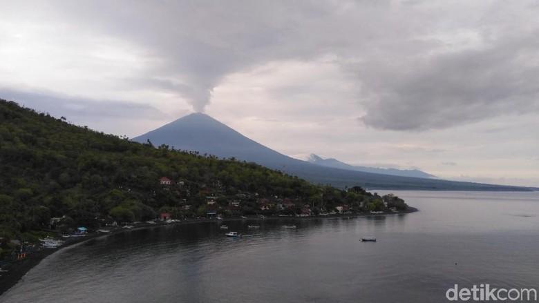 Gunung Agung dari kejauhan (Prins David Saut/detikcom)