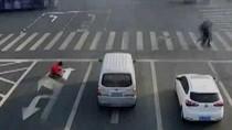 Demi Cepat Sampai di Kantor, Pria China Ubah Rambu Lalu Lintas