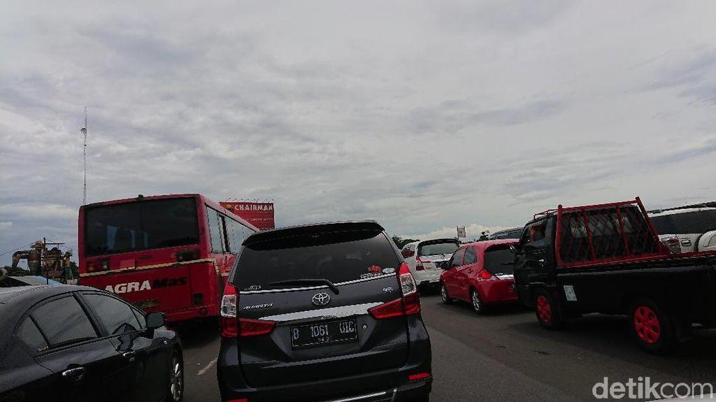 Macet Long Weekend, Pasar Rebo-Tol Cikampek Ditempuh 3 Jam