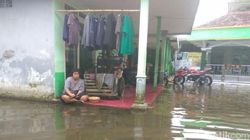 Penyakit Ispa Hingga Diare Mulai Dirasakan Korban Banjir di Porong