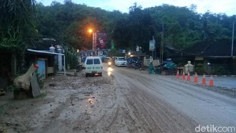 Bupati Pacitan Ungkap Kendala Penanganan - Pacitan Ketebalan lumpur menjadi kendala penanganan banjir di Apalagi persen wilayah Pacitan adalah Perlu alat berat untuk membersihkan