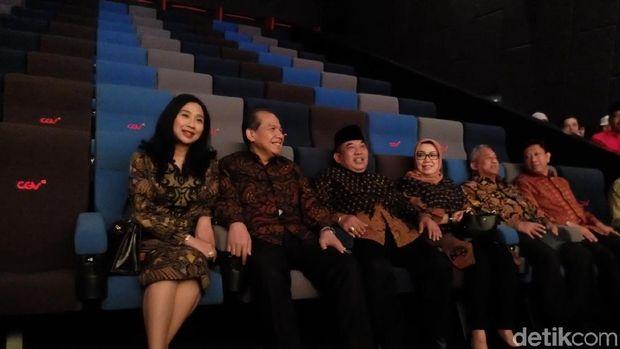 CT dan Istri bersama Bupati Sukoharjo dan istri di Bioskop Transmart