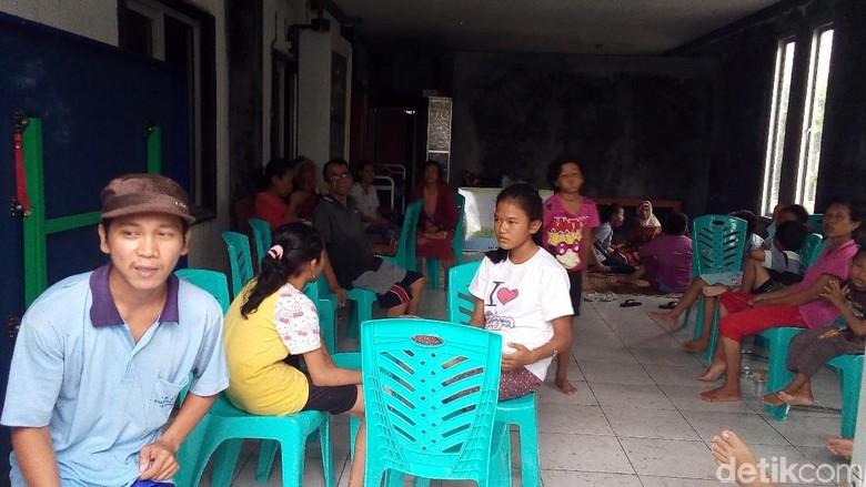 Kata BPBD Demak yang Kesulitan - Demak Penyaluran bantuan kepada korban bencana rob di Kecamatan Sayung Kabupaten Demak terkendala Sejauh BPBD setempat hanya bisa