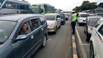 Tol Jakarta-Cikampek Padat Sore ini, Contra Flow Diberlakukan