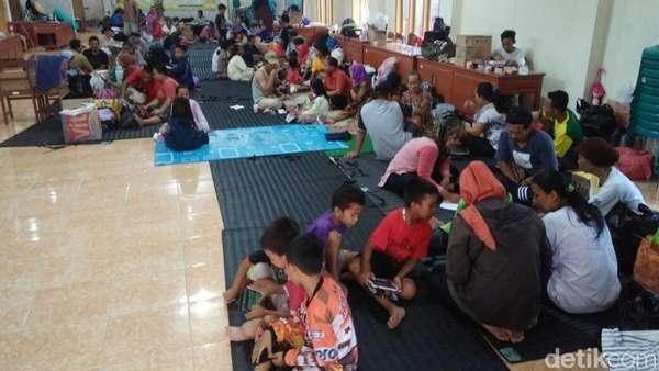 Menjenguk Pengungsian Korban Banjir di Kulon Progo