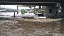 Pantura Semarang Tergenang Banjir, Arus Lalin Tersendat