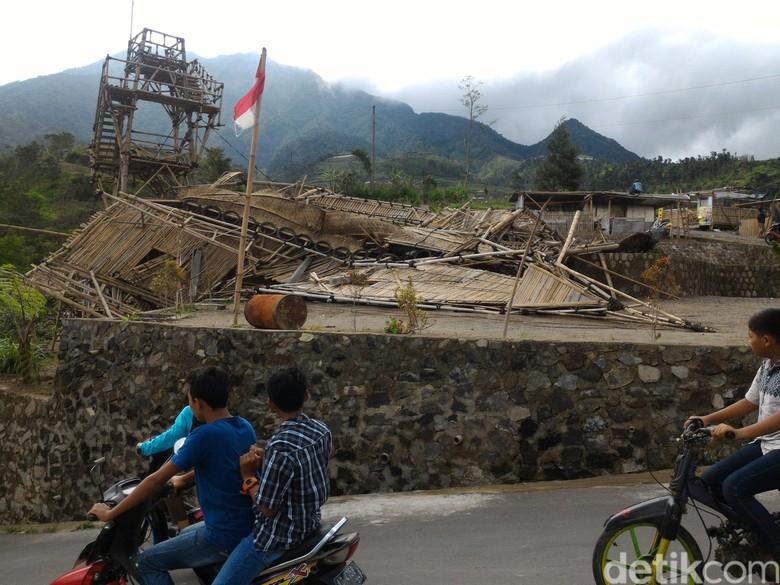 Bangunan di Lokasi Wisata Lereng Merapi Roboh Disapu Angin Ribut