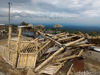 Bangunan Bambu Ikon Wisata Lereng Merapi Roboh Disapu Angin Ribut