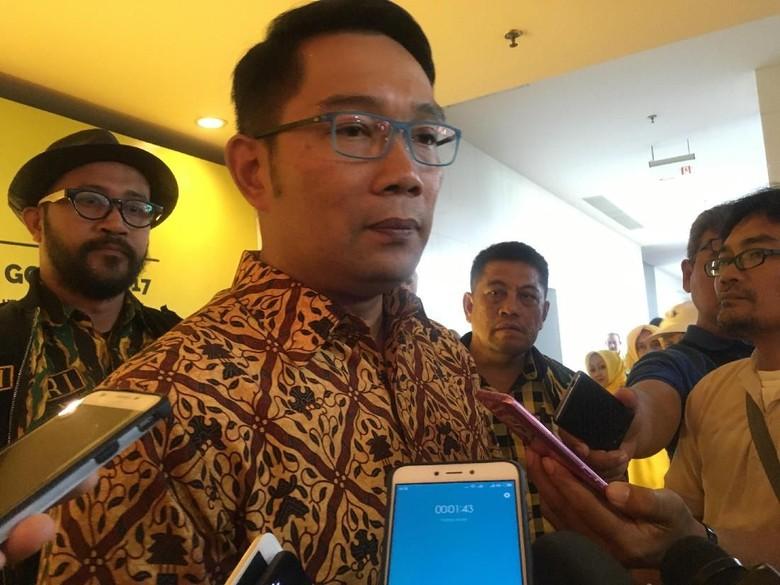 Eks Pimpinan KPK Erry Riyana - Jakarta Bakal Cagub Ridwan Kamil memastikan sejumlah tokoh akan menguji bakal cawagub yang mendampinginya di Pilgub Jabar Hal