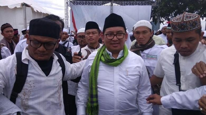 Ketum MUI Sebut Reuni Bersifat - Jakarta Ketum MUI Amin mengkritik Reuni dan menyebut kegiatan itu bersifat Fadli Zon menilai pendapat kurang pas dan
