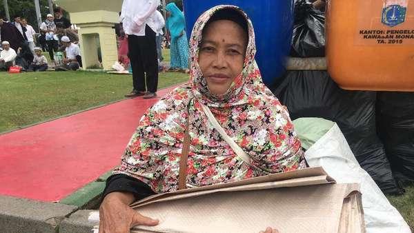 Cerita Nenek dari Karawang yang Panen Rezeki di Reuni 212