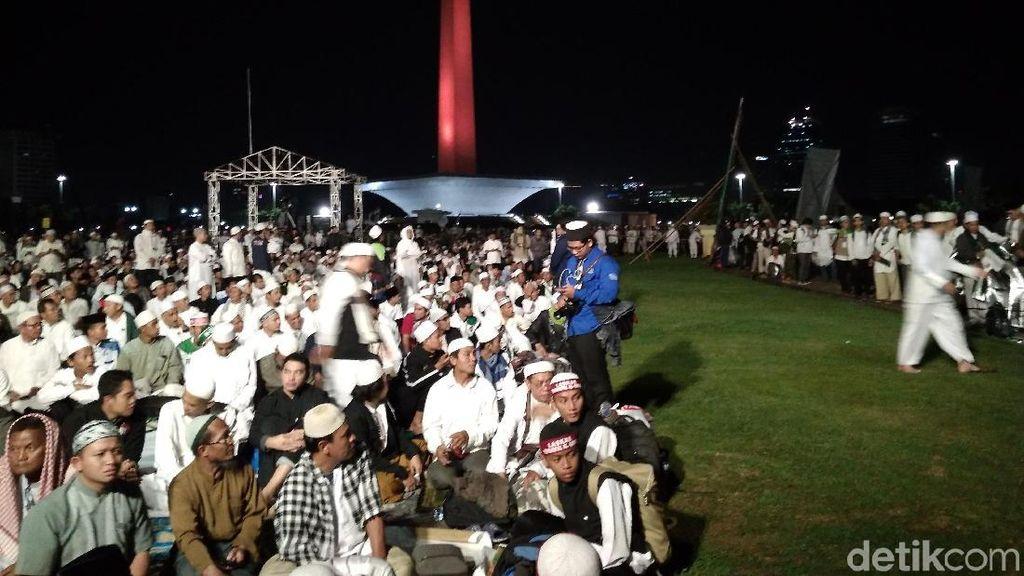 Massa Reuni 212 Kumpul di Monas, Dengarkan Lantunan Ayat Alquran