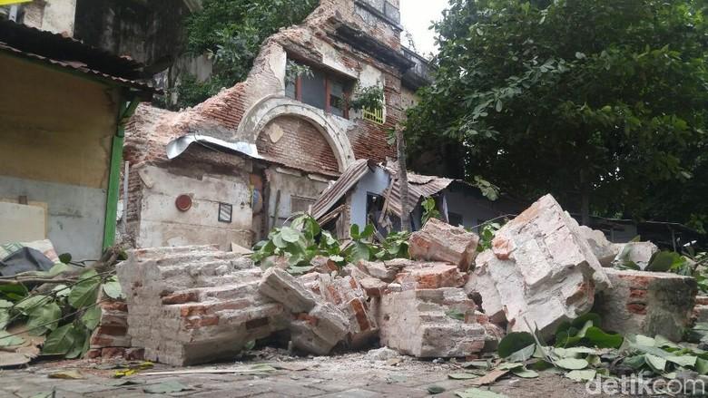Tembok Kuno di Semarang Roboh Timpa Rumah Warga, 1 Orang Tewas