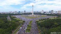 Foto: Melihat Lagi Momen 212 dari Salat Subuh Hingga Monas Bersih Lagi