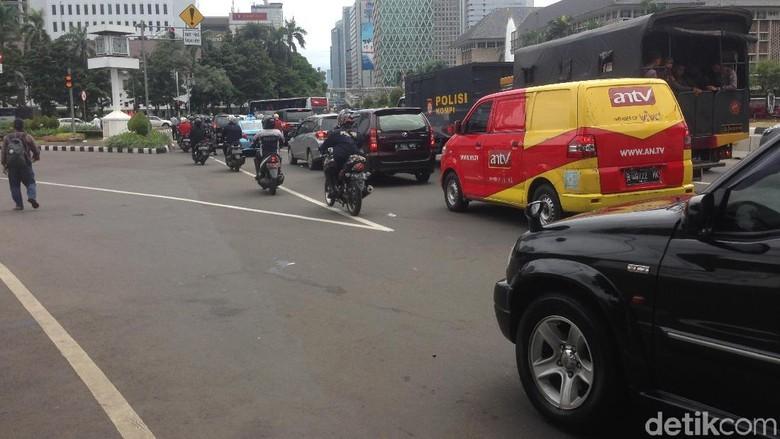 Reuni Alumni Jl Medan Merdeka - Jakarta Reuni Alumni di kawasan Monas sudah Semua arus lalu lintas yang semula dialihkan di sekitar lokasi sudah