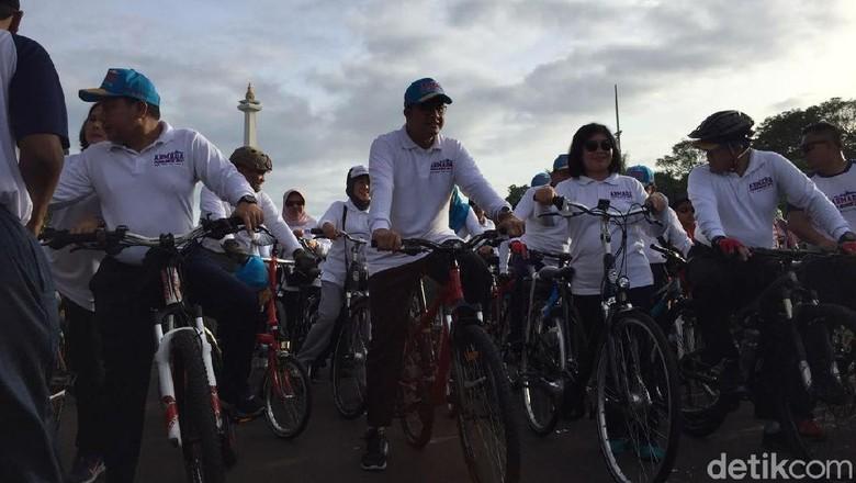 Gowes Bareng TNI AL, Anies Cek Kondisi Sungai Ciliwung