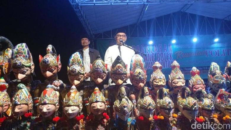 Sudirman Said Gelar Ruwatan Politik - Brebes Bakal calon gubernur Jawa Sudirman Said menggelar ruwatan politik melalui pertunjukan wayang golek semalam Ruwatan politik dengan