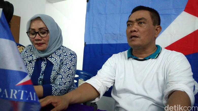 Azis Gandeng Eti Hadapi Pilwalkot - Cirebon Nasrudin Azis mantap menggandeng Ketua DPD NasDem Kota Cirebon Eti Herawati untuk menghadapi Pilwakot Cirebon Azis saat