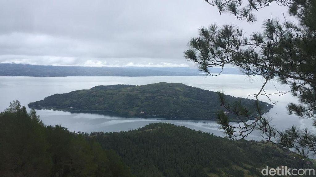 Foto: Ini Taman Cantik Berlatar Danau Toba