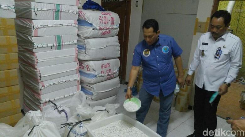 Buwas Tunjukkan Ruangan Pabrik PCC di Semarang