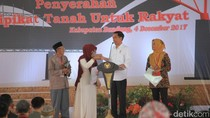 Nyanyi Lagu Es Lilin, Warga Soreang Ini Dapat Sepeda dari Jokowi