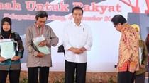 Blusukan di Bandung, Jokowi Pakai Sepatu yang Baru Dibeli di Mal