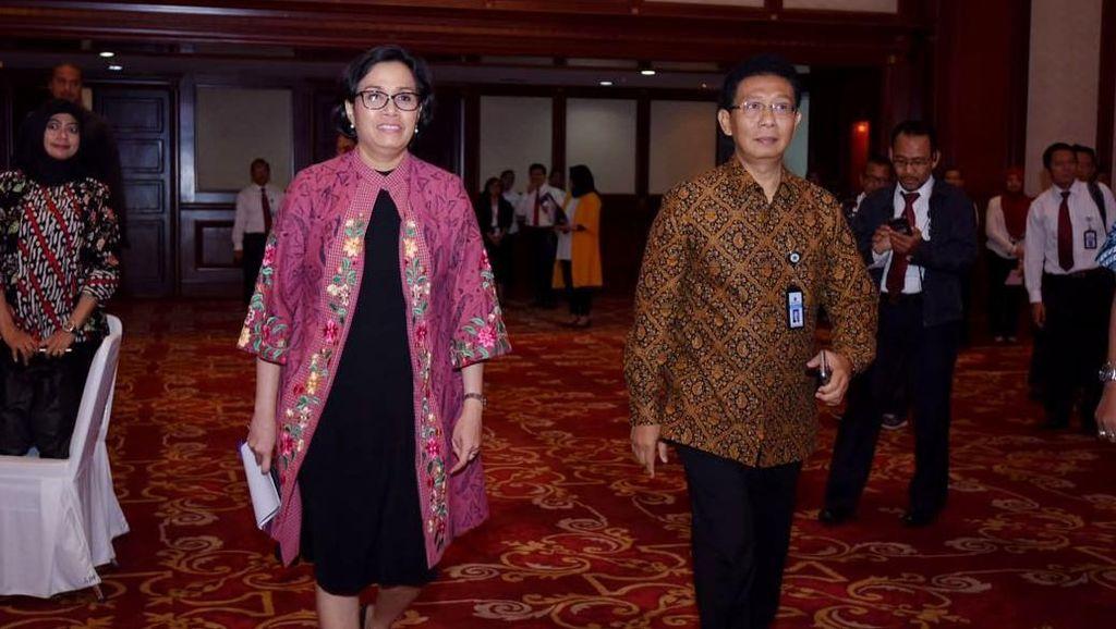 10 Gaya Sri Mulyani, Menteri Terbaik Dunia yang Selalu Pakai Batik dan Tenun