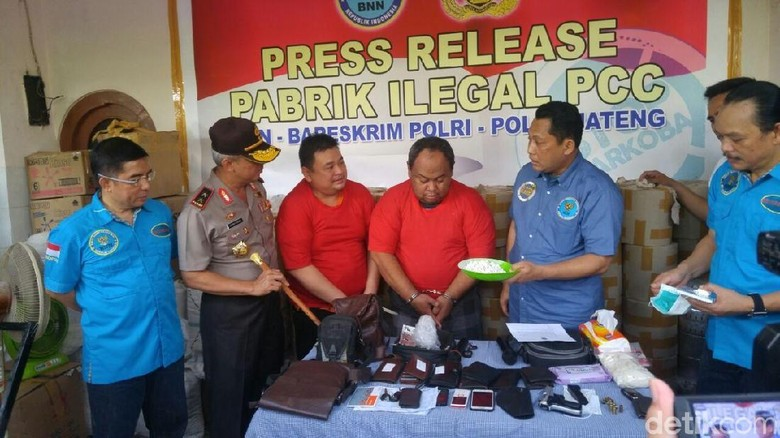 BNN Amankan 13 Orang dari Pabrik Pil PCC di Rumah Mewah Semarang